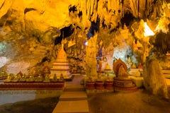 Buddhas в пещерах Pindaya, Мьянма стоковая фотография