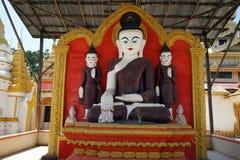 Buddhas и алтар стоковая фотография rf