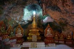 Buddhas и stupa стоковые фотографии rf