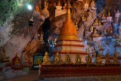 Buddhas и stupa стоковые изображения rf