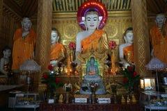 Buddhas на алтаре стоковые фото