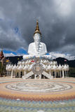 5 Buddhas на виске Kaew сына Wat Phra Thad Pha, Таиланде стоковое изображение rf