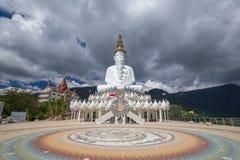 5 Buddhas на виске Kaew сына Wat Phra Thad Pha, Таиланде стоковое фото