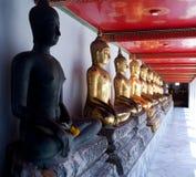 Buddhas на Wat Pho в Бангкоке, Таиланде стоковые изображения