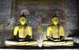 2 Buddhas, пещеры Dambulla, Шри-Ланка стоковые изображения