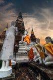 Buddhas al tempio di Wat Yai Chai Mongkhon Ayutthaya, Tailandia fotografie stock libere da diritti