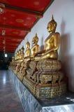 Buddhas bij de lange galerij van Wat Pho Stock Afbeeldingen