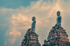 Buddhas chez Wat Chaiwatthanaram, temple bouddhiste, Ayutthaya Histo photographie stock libre de droits
