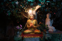 Buddhas en caverne Image stock