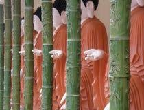 Buddhas en el templo de KEK LOK SI imagenes de archivo