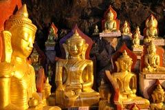 Buddhas en las cuevas de Pindaya Imagen de archivo