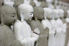 buddhas grupperar att meditera Arkivfoton
