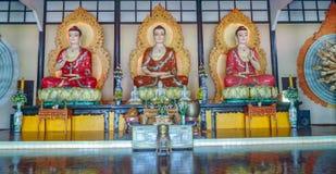 3 Buddhas mit verschiedenen Handpositionen Stockbild