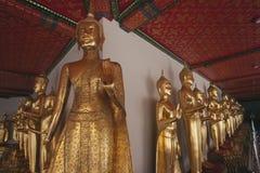 Buddhas 1000 nel tempio di Wat Po Immagine Stock