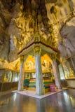 Buddhas Relikte in der Höhle des thailändischen Tempels Stockfoto