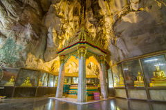 Buddhas Relikte in der Höhle des thailändischen Tempels Lizenzfreies Stockbild