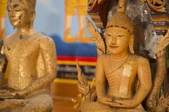 Buddhaskulptur i den Thailand templet Arkivfoto