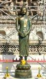 Buddhastaty av templet royaltyfria bilder