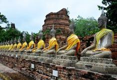 Buddhastaty av Wat yai chai mongkhon Arkivbild
