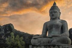 Buddhastaty från den Lampang templet, Thailand Arkivfoton