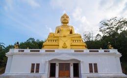Buddhastaty i buddhismtemplet Thailand Royaltyfri Fotografi