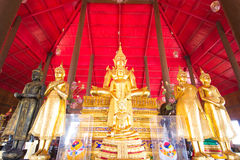 Buddhastaty i byggnaden. Thailand Royaltyfri Bild