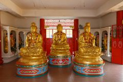 Buddhastaty i den Kek Lok Si templet, Penang royaltyfri fotografi