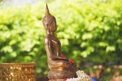 Buddhastaty i den Songkran festivalen Fotografering för Bildbyråer