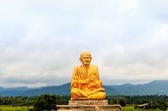 Buddhastaty i den thai templet Thailand Royaltyfria Foton