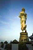 Buddhastaty i tempel Arkivbilder