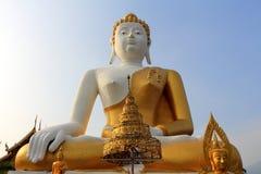 Buddhastaty i tempel 3 Arkivfoto