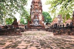 Buddhastaty i tempel för forntida historia i Ayuthaya världsherita Arkivfoto