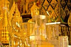 Buddhastaty i tempel för Wat passande tas Hariphunchai Royaltyfri Fotografi
