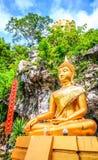 Buddhastaty i templet nordliga Thailand Fotografering för Bildbyråer