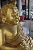 Buddhastaty i templet Thailand Royaltyfri Foto