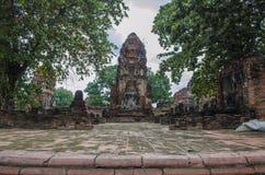 Buddhastaty i Wat Mahatrat Royaltyfri Bild