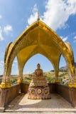 Buddhastaty och härliga konster och arkitektur på den huvudsakliga pagoden av Wat Pha Sorn KaewWat Phra Thart Pha Kaewin Khao Kho Royaltyfri Foto
