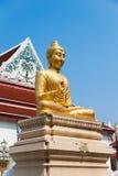 Buddhastaty och kapell Royaltyfria Bilder