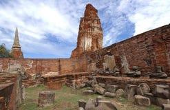 Buddhastaty och stupa på Wat Mahathat, arkeologiska platser Arkivbilder