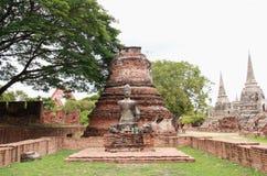 Buddhastaty och stupa på Wat Phra Si Sanphet, arkeologiska platser och kulturföremål Arkivfoto