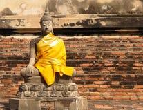 Buddhastaty och tegelsten Royaltyfria Foton
