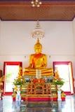 Buddhastaty och thai konstarkitektur i Wat Aranyikawat, Ratchaburi, Thailand Arkivfoton