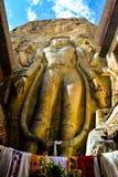 Buddhastaty på den Mulbekh kloster arkivbilder