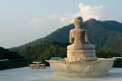 Buddhastaty på den Tha tontemplet Royaltyfri Bild