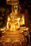 Buddhastaty på den Wat Bowonniwet Vihara templet Arkivbild