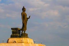 Buddhastaty på nordostliga Buddhamonthon , Khonkaen Thailand Arkivbild