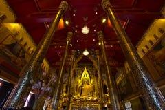 Buddhastaty på phayaen för Wat watnang Royaltyfri Foto