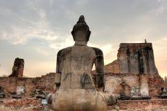 Buddhastaty på Wat Mahathat och himlen, Thailan Arkivfoto