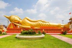 Buddhastaty på Wat Pha That Luang Arkivfoto