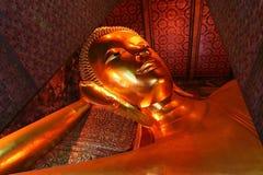 Buddhastaty på Wat Pho royaltyfri fotografi